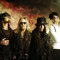 Mötley Crües Tommy Lee lovar en otrolig scenshow under deras återföreningsturné