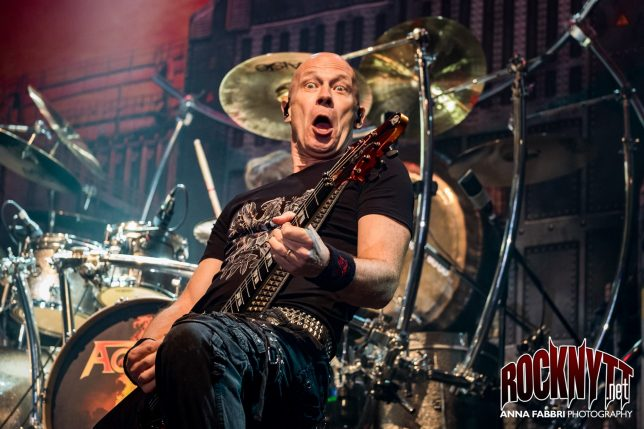 NY VIDEO: Accept - Die By The Sword (live)